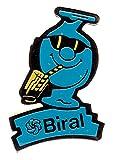 Biral-blaues-Mnnchen-mit-Limonaden-Glas-Pin-aus-Metall