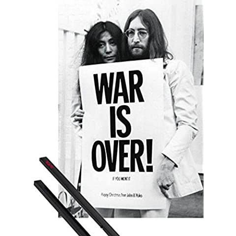 Poster + Sospensione : John Lennon Poster Stampa (91x61 cm) War Is Over E Coppia Di Barre Porta Poster Nere 1art1®