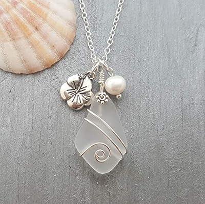 Fait à la main à Hawaii, fil enroulé « cristal » collier en verre de la mer, « Avril Birthstone », le charme Hibiscus, perle d'eau douce, (Hawaï cadeau emballé, personnalisable message cadeau)