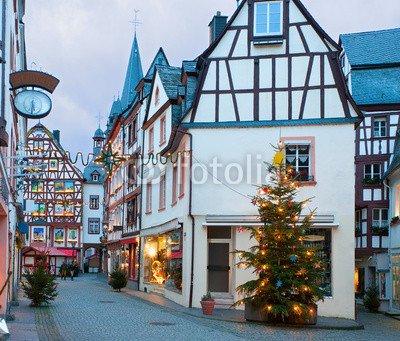 "Poster-Bild 40 x 30 cm: ""Christmas Eve in Bernkastel-Kues, Germany."", Bild auf Poster"