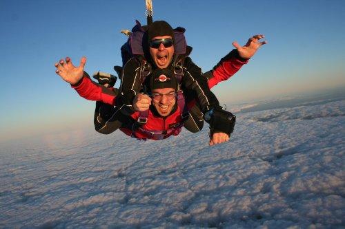 Tandem Fallschirmsprung aus 4200 Metern Höhe und 60 Sekunden Freifall.