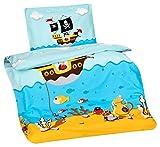 Aminata Kids Kinder-Bettwäsche 100-x-135 cm Pirat-en Piraten-Schiff Schatz Toten-Kopf-Flagge Baby-Bettwäsche 100-% Baumwolle Renforce Bunte hell-blau Junge-n Vergleich