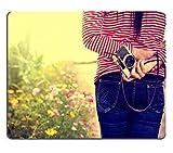 luxlady Gaming Mousepad Bild-ID: 35798723Young Happy Girl Fotografen mit Kamera in Urlaub Reise Vintage Farbe Ton