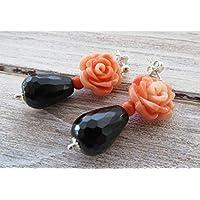 Orecchini con rose, onice nero e corallo rosa, pendenti in argento 925, orecchini classici, gioielli romantici, bijoux contemporanei, accessori moda donna