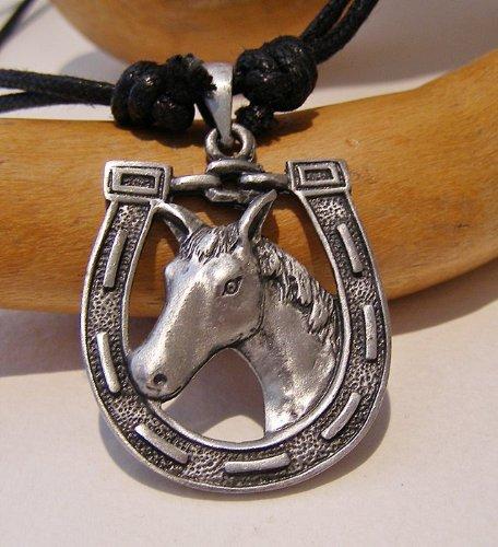 caballo-en-herradura-colgante-peltre-colgante-en-collar-de-cordon