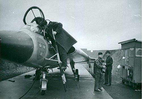 vintage-photo-of-officials-are-preparing-flight-test-at-the-air-forces-attempts-central-fc-in-malmsl
