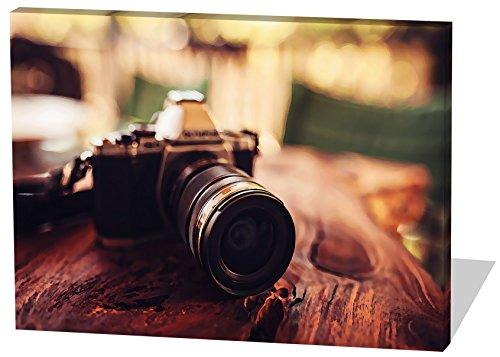 Vintage Kamera, Gemälde Effekt, schönes und hochwertiges Leinwandbild zum Aufhängen in XXL - 80cm x 60cm, echter Holzrahmen, effektiver Pigmentdruck, modernes Design für Ihr Büro oder Zimmer