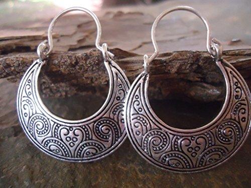 -pendientes-tribales-boho-decorados-lateralmente
