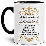 Tassendruck Geschenk-Tasse Zum Ruhestand mit Spruch: Ich befinde Mich im Ruhestand/Rentner/Rente/Pension/Abschieds-Geschenk - Innen & Henkel Schwarz