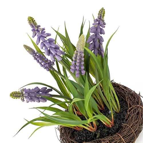 artplants Künstliche Traubenhyazinthe im Reisig Nest, lila, 20 cm, Ø 18 cm – Textilblumen/Kunstblumen