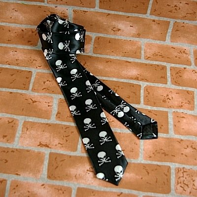 Rock de corbata Skulls Negro de color blanco