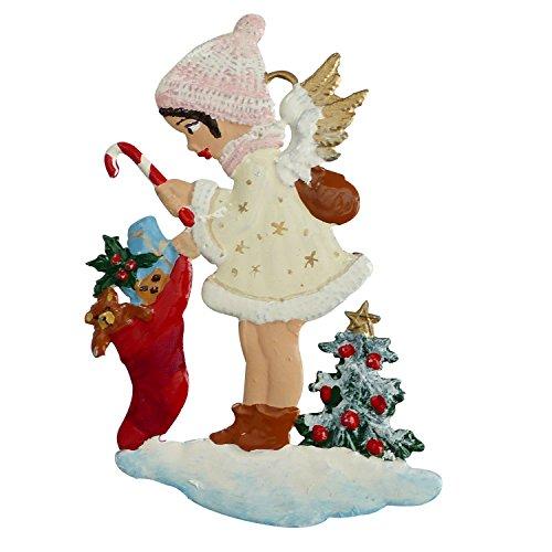 Zinngeschenke Engel mit Geschenken aus Zinn beidseitig von Hand bemalt mit weißem Kleid (HxB) 7,0 x 5,5 cm. Christbaumschmuck, weihnachtlicher Zierschmuck.