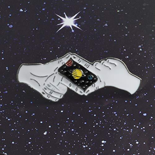 JTXZD Brosche Gute Nacht Saturn Weltraum Fotografieren Geste Himmel Planet Brosche Kreative Gute Nacht Stern Hände Emaille Abzeichen Pin