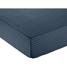 AmazonBasics - Sábana bajera deluxe de microfibra, a rayas, 135 x 190 x 30 cm - Azul marino