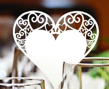 Musuntas 50 Stück weiß Herz Motive Namenskärtchen / Platzkarte / Namensschild / Sitzkarte / Namenskarte / Tischkarte / Tischkärtchen für Hochzeiten Feste oder Partys