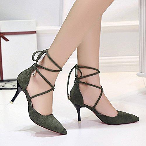 Die neuen Schuhe mit hohen Absätzen mit spitzer in feinem Wildlederschuh mit Kreuzgurt Schuhen Green