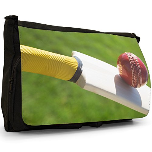 Fancy A Bag Borsa Messenger nero Cricket Ball Hitting Wickets YOU'RE OUT! Cricket Bat Hitting Red Cricket Ball