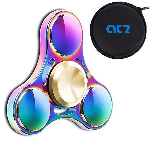 Preisvergleich Produktbild ATZ Neuer Regenbogen-Farbmetall Tri-Fidget Spinner mit schwarzer Geschenkbox kann über 6 Minuten drehen Ruhig und glatt Einzigartiges Design EDC Hand Spinner Spielzeug