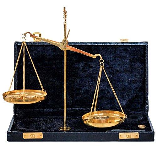 Magnífica balanza en estilo antiguo. Como se puede apreciar en la fotos, se trata de una pieza decorativa de gran calidad. Las dimensiones son las siguientes: 20 x 22 x 7cm (A x A x L). El peso total es de 540g. También se incluyen piezas de peso ...