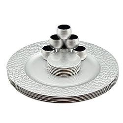 Argon Tableware Rundes Großteller, Untersetzer & Serviettenringe Set in Silber - 18er-Set (6 Teller mit gehämmertem Rand, 6 Untersetzer, 6 Serviettenringe)