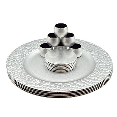 Set aus Platztellern, Untersetzern & Serviettenringen - rund - Silberfarben - 18er-Set (6 Platzteller in gehämmerter Optik, 6 Untersetzer & 6 Serviettenringe)