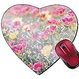 Mauspad in Herzform für Purslane oder Verdolaga oder Schweinchen oder Kleine Hogweed oder Pusley Blume im Garten