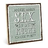 TypeStoff Holzschild mit Spruch – Sex IN DER KÜCHE – Schild, Wandschild, Türschild, Holztafel, Holzbild mit Zitat/Aphorismus als Geschenk und Dekoration (19,5 x 19,5 cm)