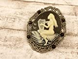 Große Kamee Brosche mit Frau und Harfe in schwarz silber