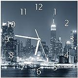 Wallario Glas-Uhr Echtglas Wanduhr Motivuhr • in Premium-Qualität • Größe: 30x30cm • Motiv: New York Skyline - Schwarz Weiß Blau