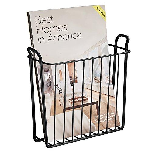 mDesign Revistero - Revistero pared para el baño, la cocina o la oficina - Revistero pared metálico para libros y revistas - Color: negro