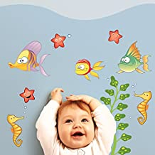LeoStickers® - LeoKit basic Tra le Onde: adesivi murali bambini. Set di 9 stickers per camerette a tema mare: pesci, pesciolini, cavallucci marini, alghe, stelle marine. Per trasformare le camerette dei bimbi in un bellissimo fondale marino!