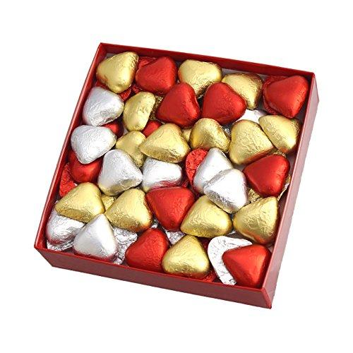 Caja Regalo con Bombones SORINI. Un fondo de Nubes de Corazones, cubierto con 54 Bombones de Corazón. Peso neto 500 gr. Para cumpleaños y otras ocasiones.