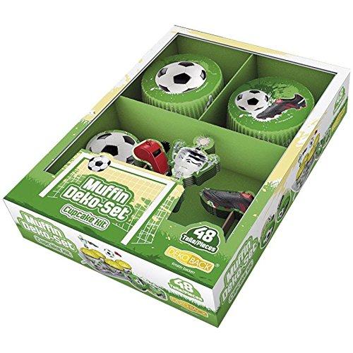 ußball | HOCHWERTIGE Fußball Muffin Deko von DEKOBACK | Deko für Fußballmuffins, Fußball Cupcakes, Fußballkuchen u.v.m. | 1 Pack (48 Teile: 24 Muffinförmchen, ø ca. 5 cm und 24 Muffinsticker) | Fußballdeko kaufen (Fußball-cupcakes)