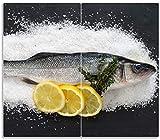 Wallario Herdabdeckplatte/Spritzschutz aus Glas, 2-teilig, 60x52cm, für Ceran- und Induktionsherde, Fischmenü - Frischer Fisch auf Salz mit Zitronen