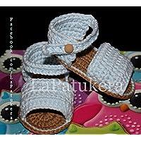 Patucos Sandalias modelo Menorquina para bebé de crochet, de color celeste, 100% algodón, tallas de 0 hasta 12 meses, hechos a mano en España.