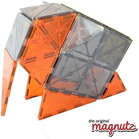 El original juego de Castillo Magnutz de 48 piezas en colores claros translucant
