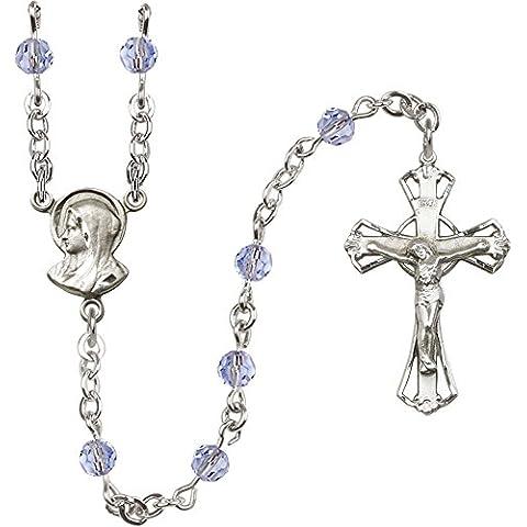 Plata esterlina del rosario cuenta con 5 mm de luz azul Swarovski cuentas. El crucifijo mide 1/4 x 3/4. La pieza central con Madonna medalla.