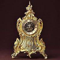 Europeo orologio retrò classico muto di orologio da tavolo in metallo di antiquariato in seduta lo studio dell