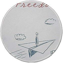 Runde Mausunterlage, Abenteuer, Fliegende gezeichnete Skizzen-Karikatur-Art-Freiheits-Text-Wolken des Papierflugzeugs in der Hand dekorativ, blaugraues rotes Weiß