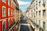 Posterlounge Lienzo 150 x 100 cm: Red House On A Long Street In Lisbon de Radu Bercan - Cuadro Terminado, Cuadro sobre Bastidor, lámina terminada sobre Lienzo auténtico, impresión en Lienzo