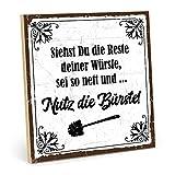 TypeStoff Holzschild mit Spruch - Nutz DIE BÜRSTE - im Vintage-Look mit Zitat als Geschenk und Dekoration zum Thema Toilette (19,5 x 19,5 cm)