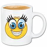 Reifen-Markt Kaffeetasse SEHR FRÖHLICHER Smiley MIT GROSSEN WIMPERN Smileys Smilies Android iPhone Emoticons IOS GRINSE Gesicht Emoticon APP Keramik 330 ml in Wei