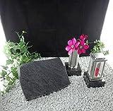 Grabstein 40x30x7cm mit Grablaterne und Grabvase auf Sockel Material: Bahama Blue