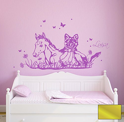 Wandtattoo Wandaufkleber Pferd Fohlen mit Hund Schäferhund Schmetterlinge Wunschname Name M1630 - ausgewählte Farbe: *Gold* - ausgewählte Größe: *L - 80cm breit x 38cm hoch*