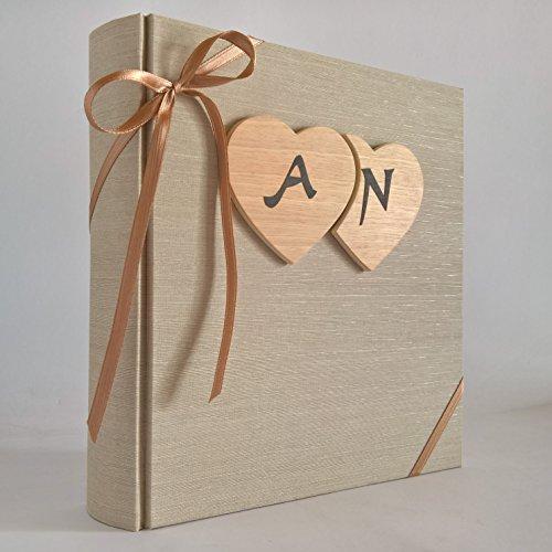 Album fotografico nozze matrimonio anniversario tela di lino beige con cuori in legno e iniziali personalizzabili design legnoegrafite (35x35 cm con 60 pagine (120 facciate))