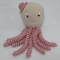 Pulpo amigurumi para recién nacido en color rosa palo. Pulpo de ganchillo - crochet para bebé.