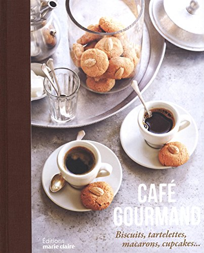 Café gourmand : biscuits, tartelettes, macarons, cupcakes
