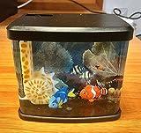 Mini Aquarium Giocattolo a Batteria WD-9201 Acquario per Bambini - con 2 pesci tipo Dory e Nemo