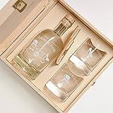 6-tlg Geschenk-Set in Holzkiste - 2 Gläser, 2 Untersetzer und Whisky-Karaffe in Geschenk-Box mit Gravur - Motiv Gentleman and Lady