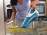 Black+Decker NiMH Nass-/Trocken Dustbuster WD9610N – Akku-Handstaubsauger mit Nass-Saugfunktion zum Aufnehmen von Flüssigkeiten & Schmutz – 9,6V beutelloser Sauger mit Gummilippe &360° Ladestation Test